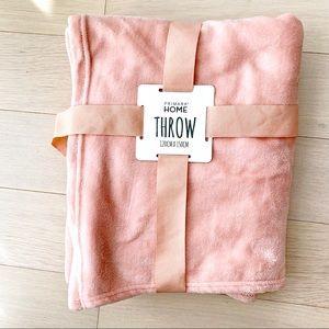 Peach soft throw blanket